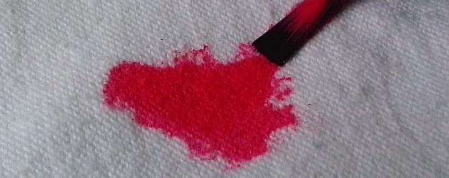 Jak vyčistit skvrnu od laku na nehty?