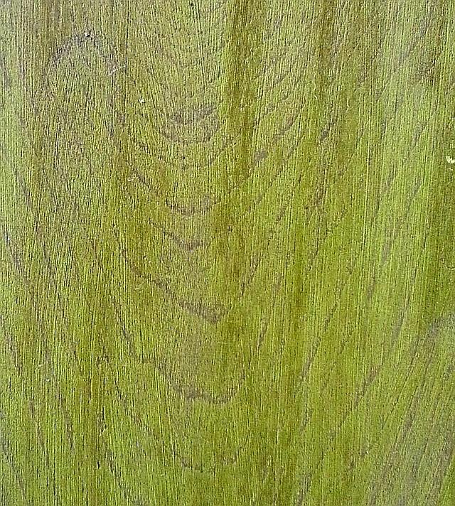 Jak vyčistit skvrny od mořidla na dřevo?