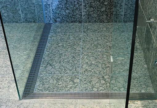 Jak vyčistit vodní kámen na sprchovém koutu?