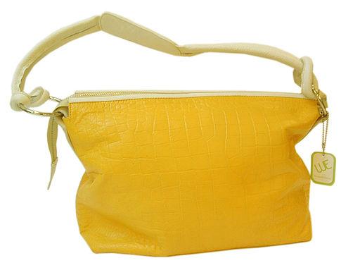 Jak vyčistit propisku ze světlé kožené kabelky?
