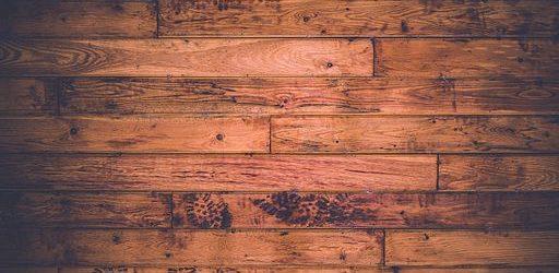 Jak vyčistit dřevěnou podlahu domácími prostředky?
