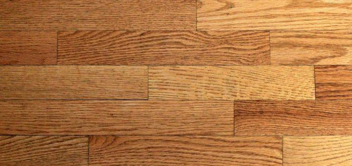 Jak vyčistit olejové skvrny ze dřeva?