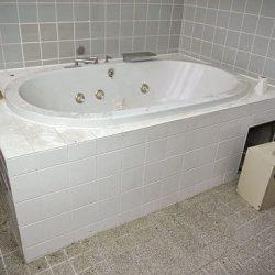 Jak vyčistit skvrny od vosku z vany?