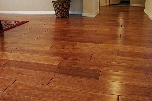 Čištění dřevěné podlahy