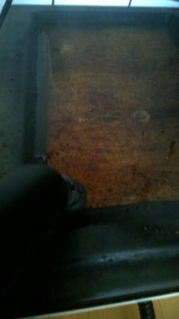Čištění mastnoty z dvířek trouby parním čističem Kärcher SC 1.020