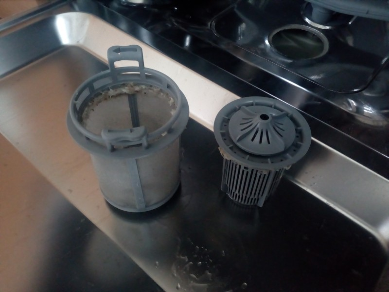 Jemný filtr (vlevo) a hrubý filtr (vpravo)