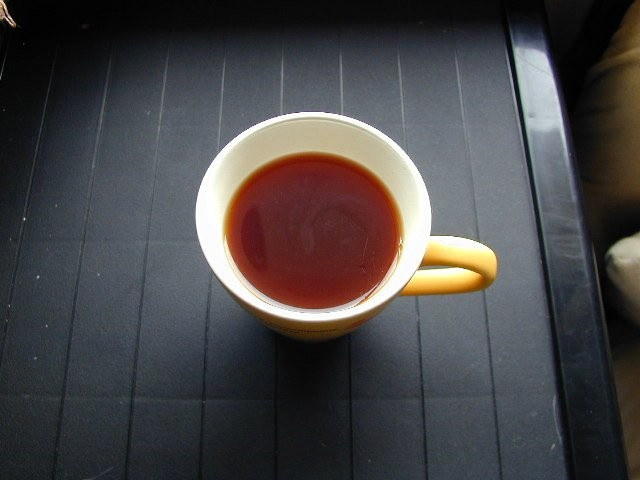 Jak vyčistit skvrny od kávy a čaje z hrnků a šálků