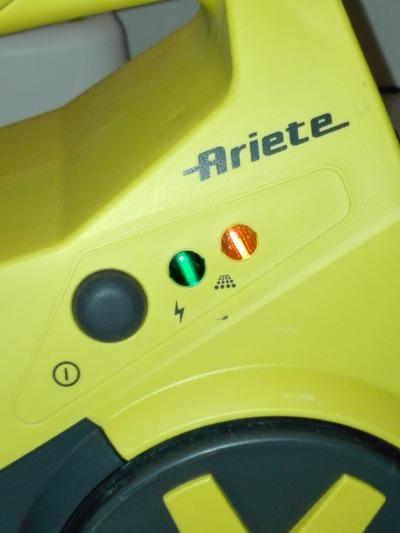 Ovládací prvky a kontrolky parního čističe Ariete 4143 MV 5.10