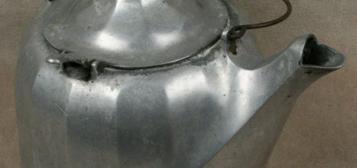 Jak vyčistit hliníkovou konvici na čaj?
