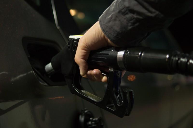 Jak vyčistit skvrnu od benzínu?