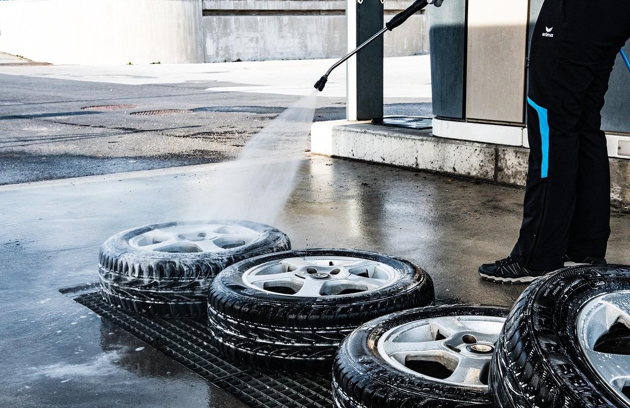 Čištění kol a pneumatik - oplachování vysokotlakým čističem (vapkou)