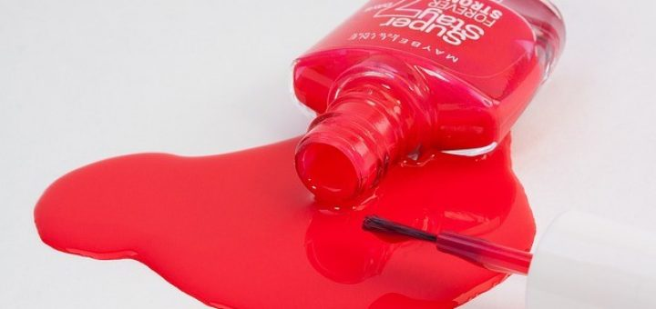 Jak odstranit lak na nehty z podlahy?