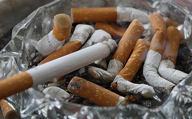 Jak odstranit zápach z cigaret v pokoji?