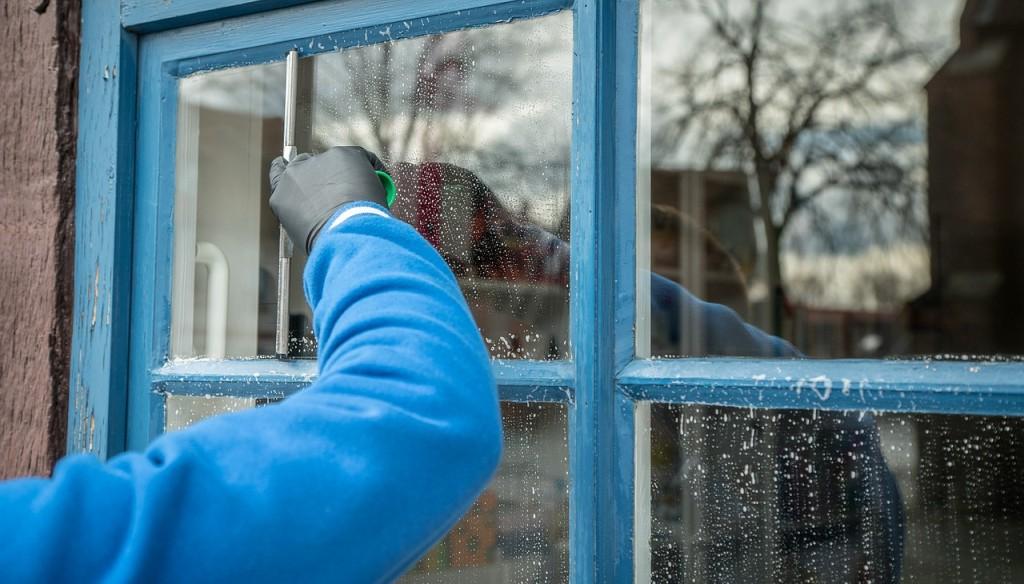 Jak umýt okna pomocí domácích prostředků?