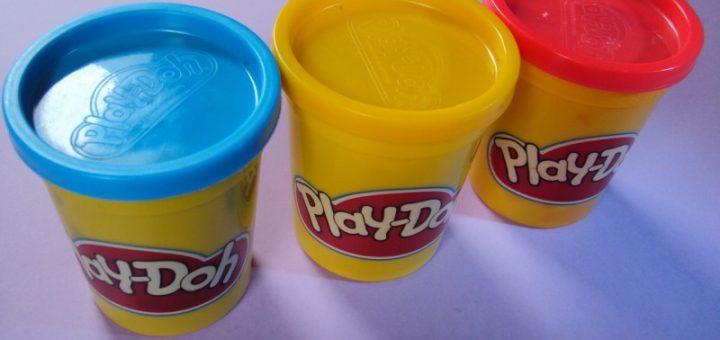 Jak vyčistit modelínu Play-Doh z koberce?