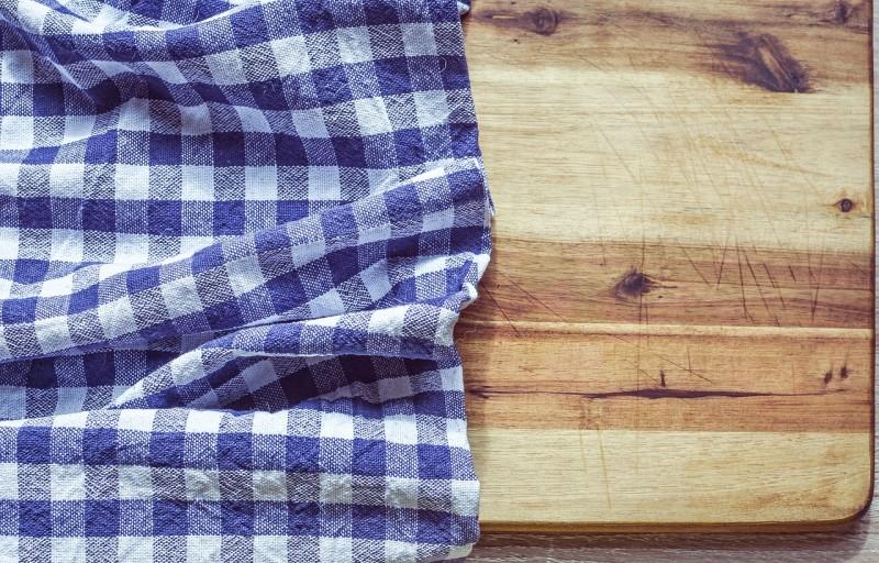 Jak vyčistit dřevěné prkénko na krájení?