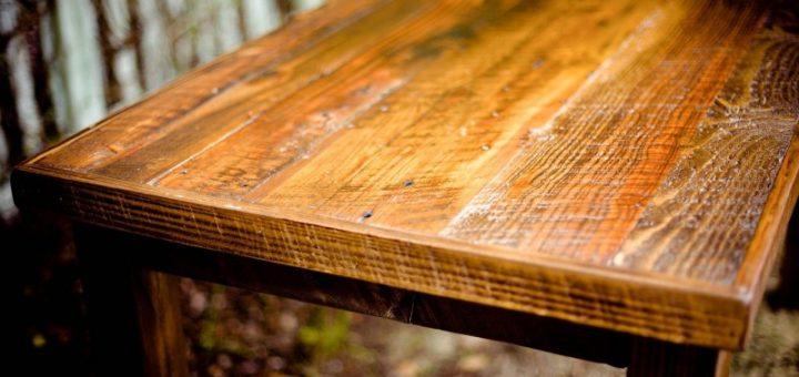 Jak vyčistit nejčastější skvrny ze dřeva a dřevěného nábytku?