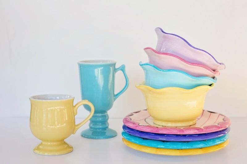Jak vyčistit skvrny ze skla, porcelánu, keramiky nebo kameniny?