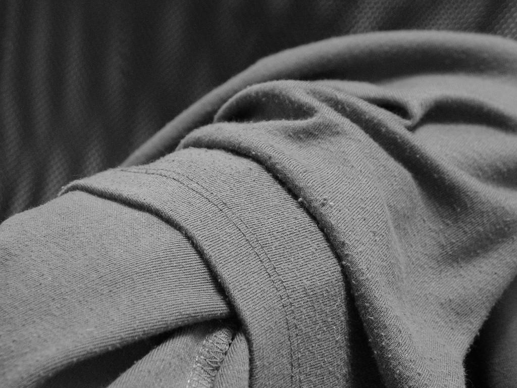 Jak odstranit žmolky z oblečení a sedačky?