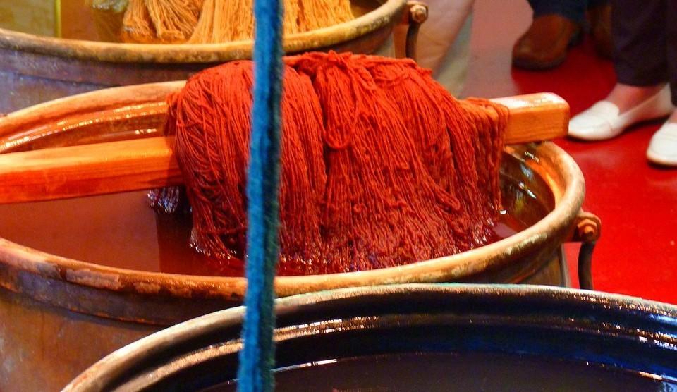 Jak odstranit barvivo na textil z gumových povrchů a PVC?