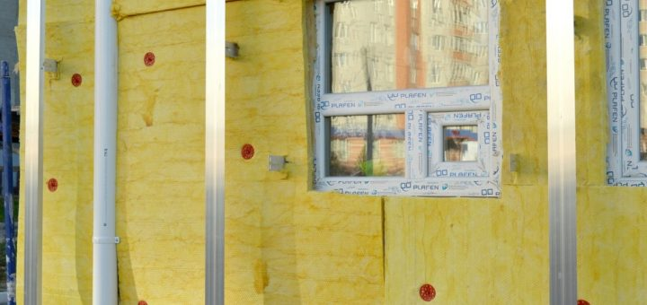 Jak odstranit starou fólii z parapetu a oken?