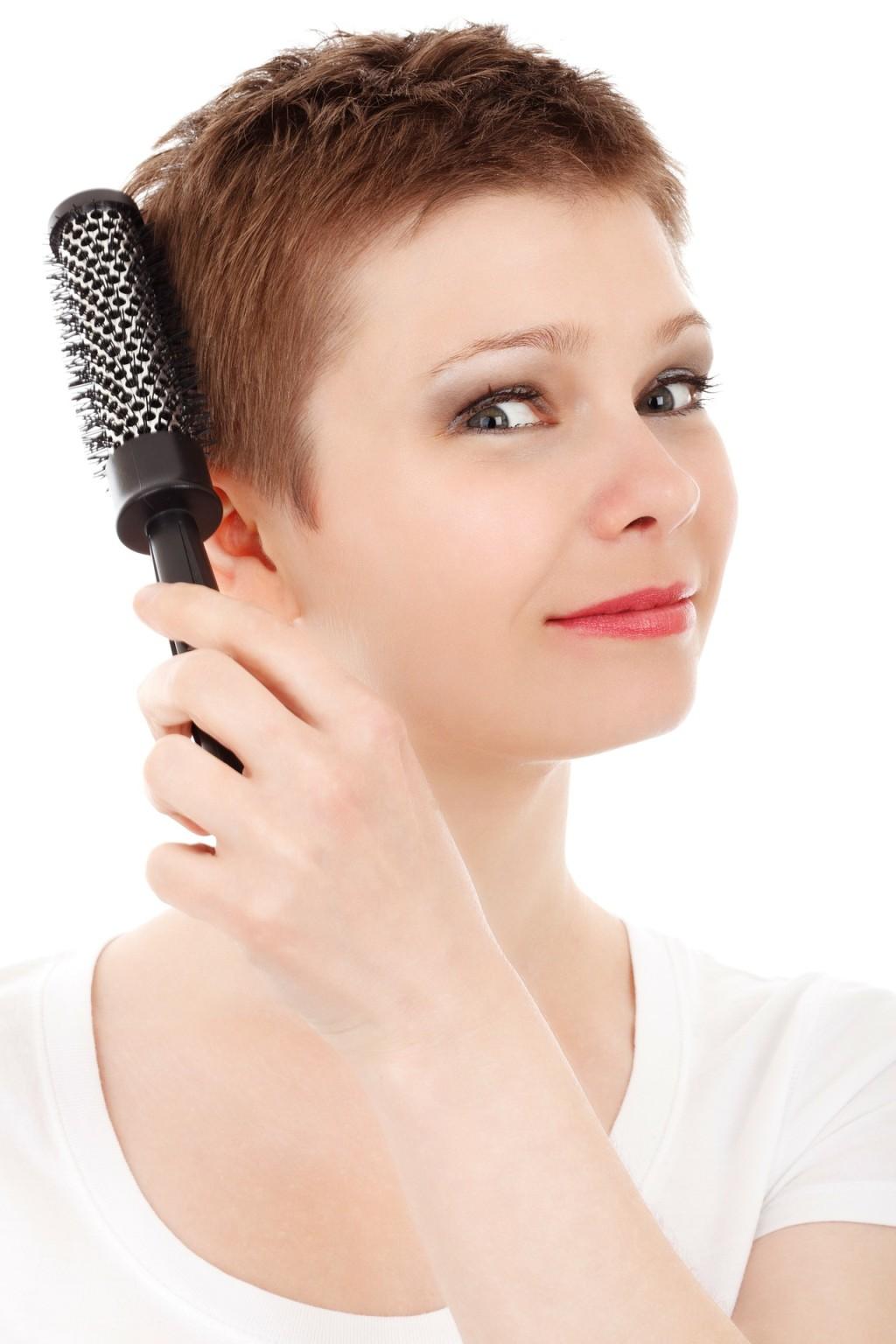 Jak vyčistit špinavý kartáč na vlasy?