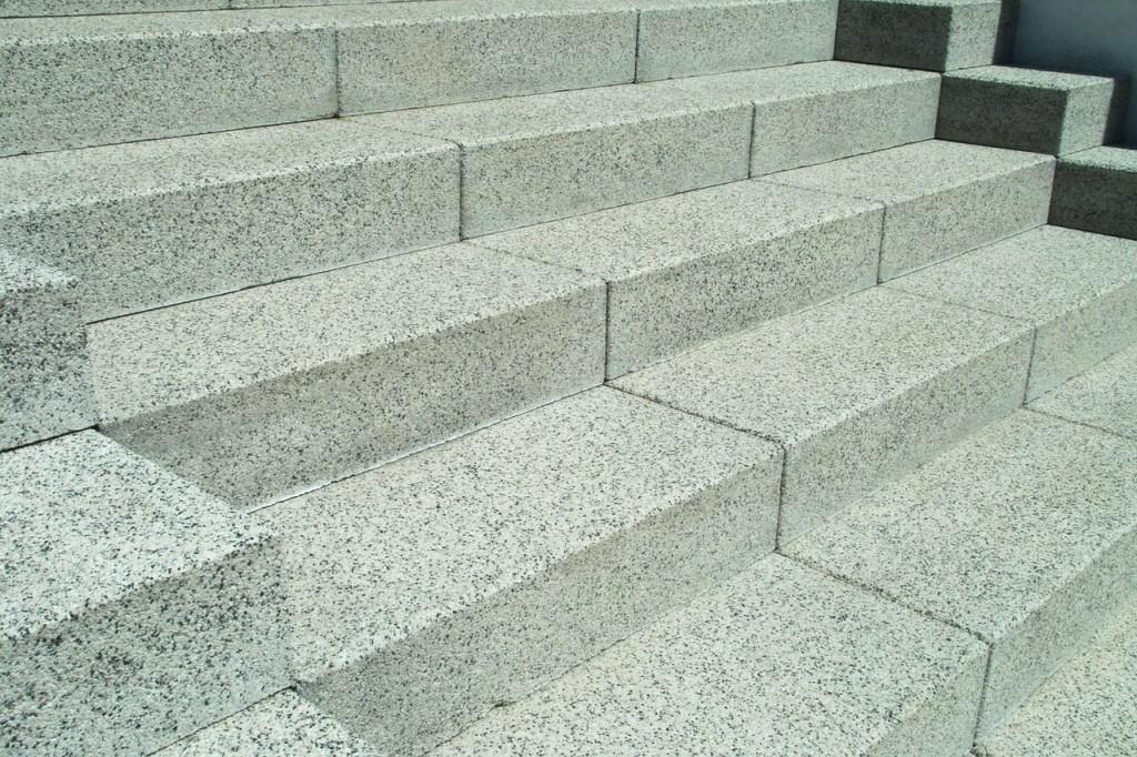 Jak vyčistit žulové schody?