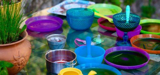 Jak vyčistit skvrny z plastového nádobí?