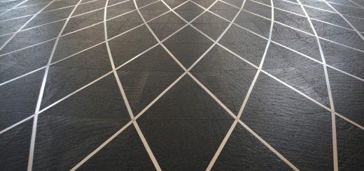 Jak umýt podlahu z břidlice?