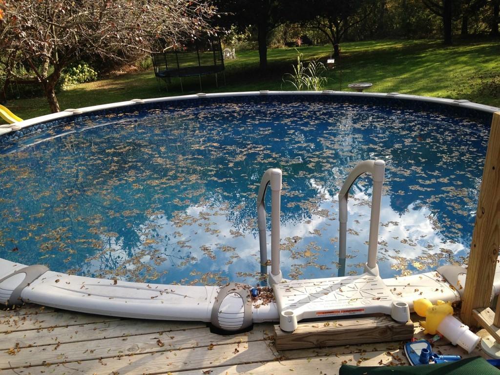 Před nečistotami ochrání váš bazén krycí plachta