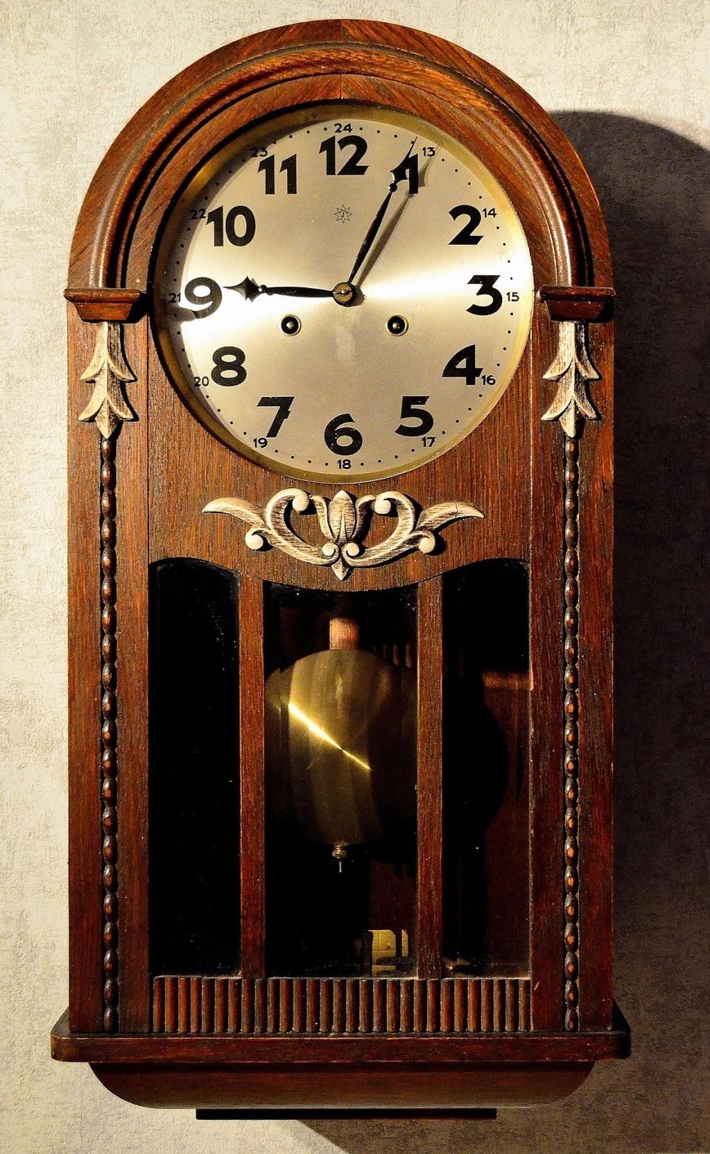 Jak vyčistit ciferník nástěnných hodin?