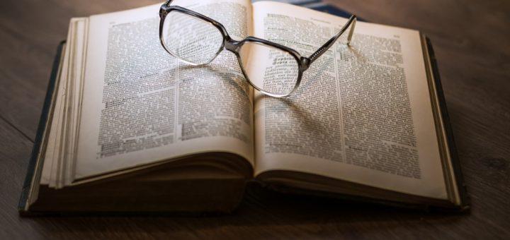 Jak vyčistit mastné skvrny v knihách a na papíře?