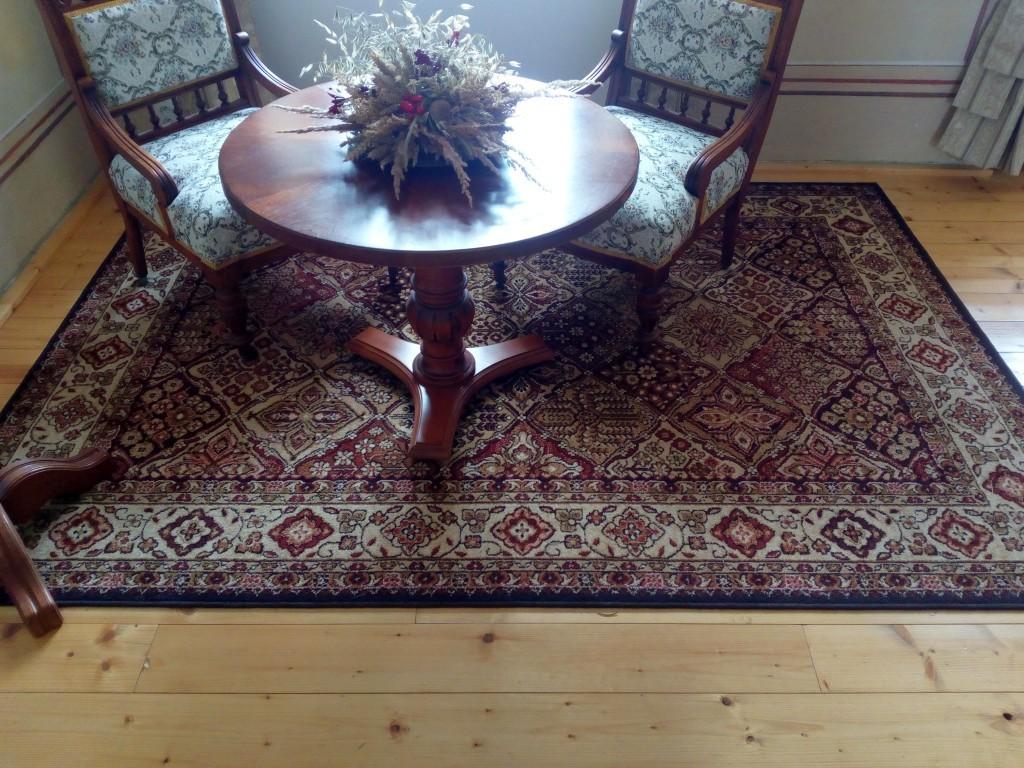 Kusový koberec z polypropylenových vláken - napodobenina vlněných koberců