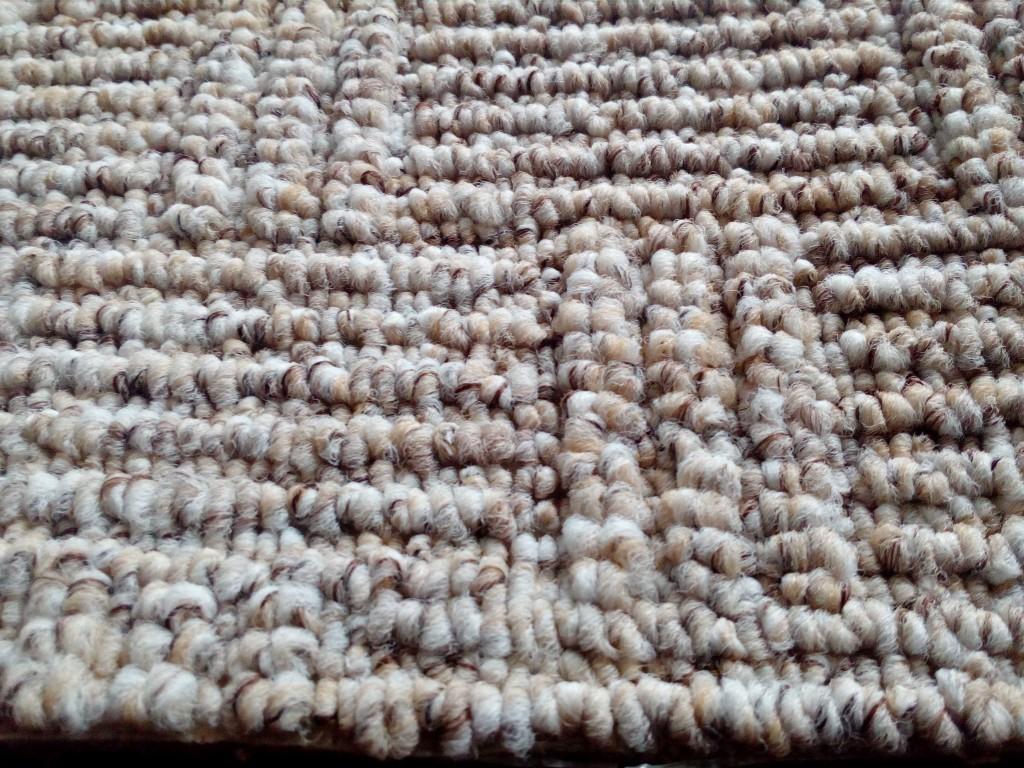Smyčkový koberec s různou výškou smyčky