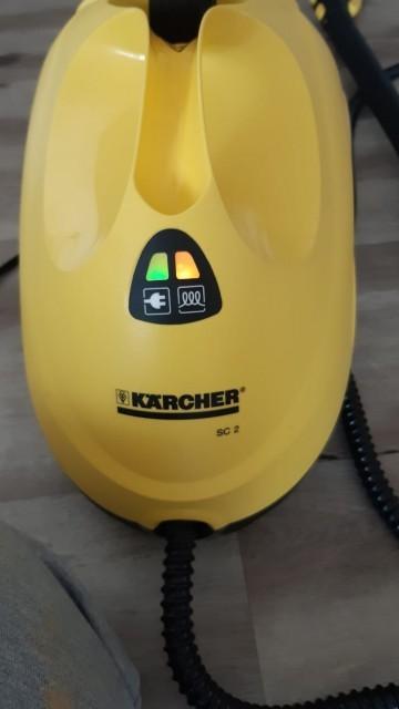 Parní čistič Kärcher SC2 EasyFix - zelená kontrolka signalizuje připojení do elektrické sítě, oranžová kontrolka signalizuje ohřev