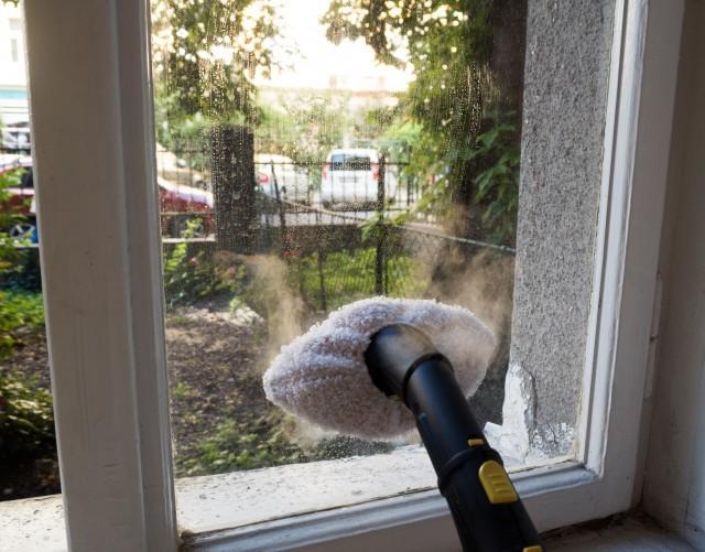 Čištění oken parním čističem Kärcher SC3 EasyFix