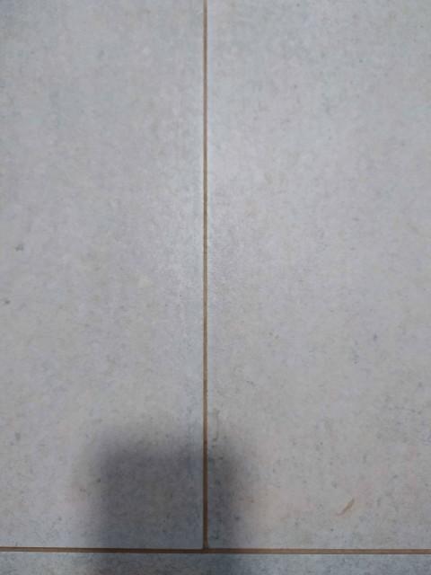 Čištění spár dlažby - původní stav