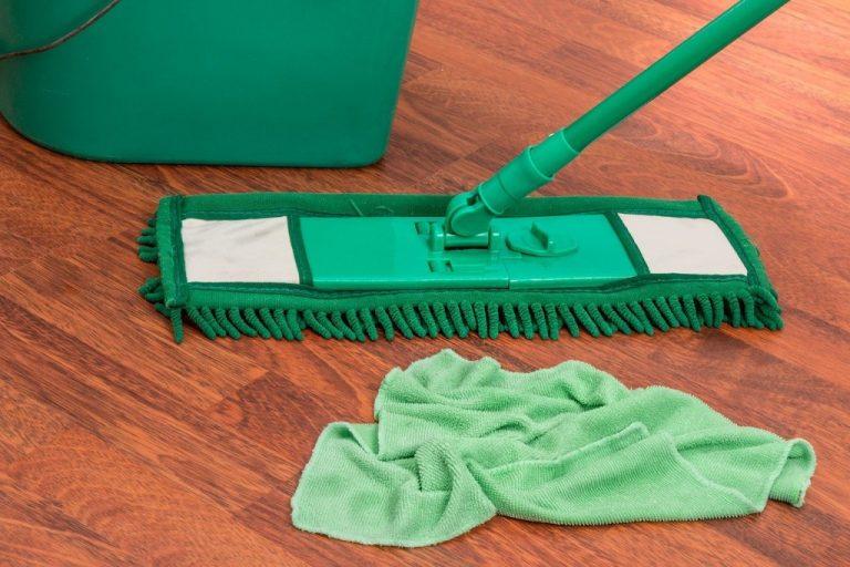 Jak se účinně zbavit nečistot na podlaze?