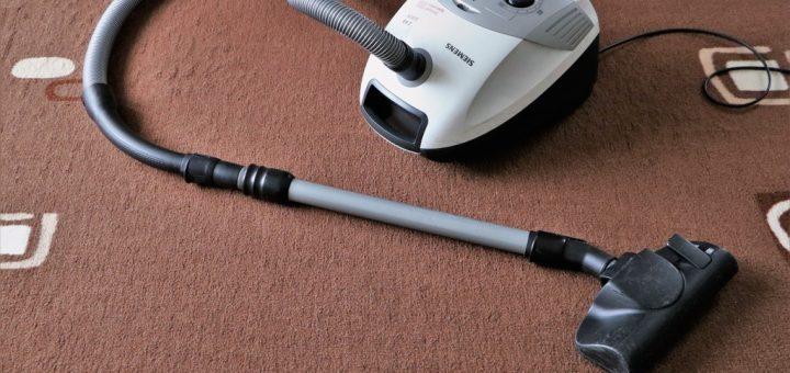 Jak snadno vyčistit skvrny na koberci?